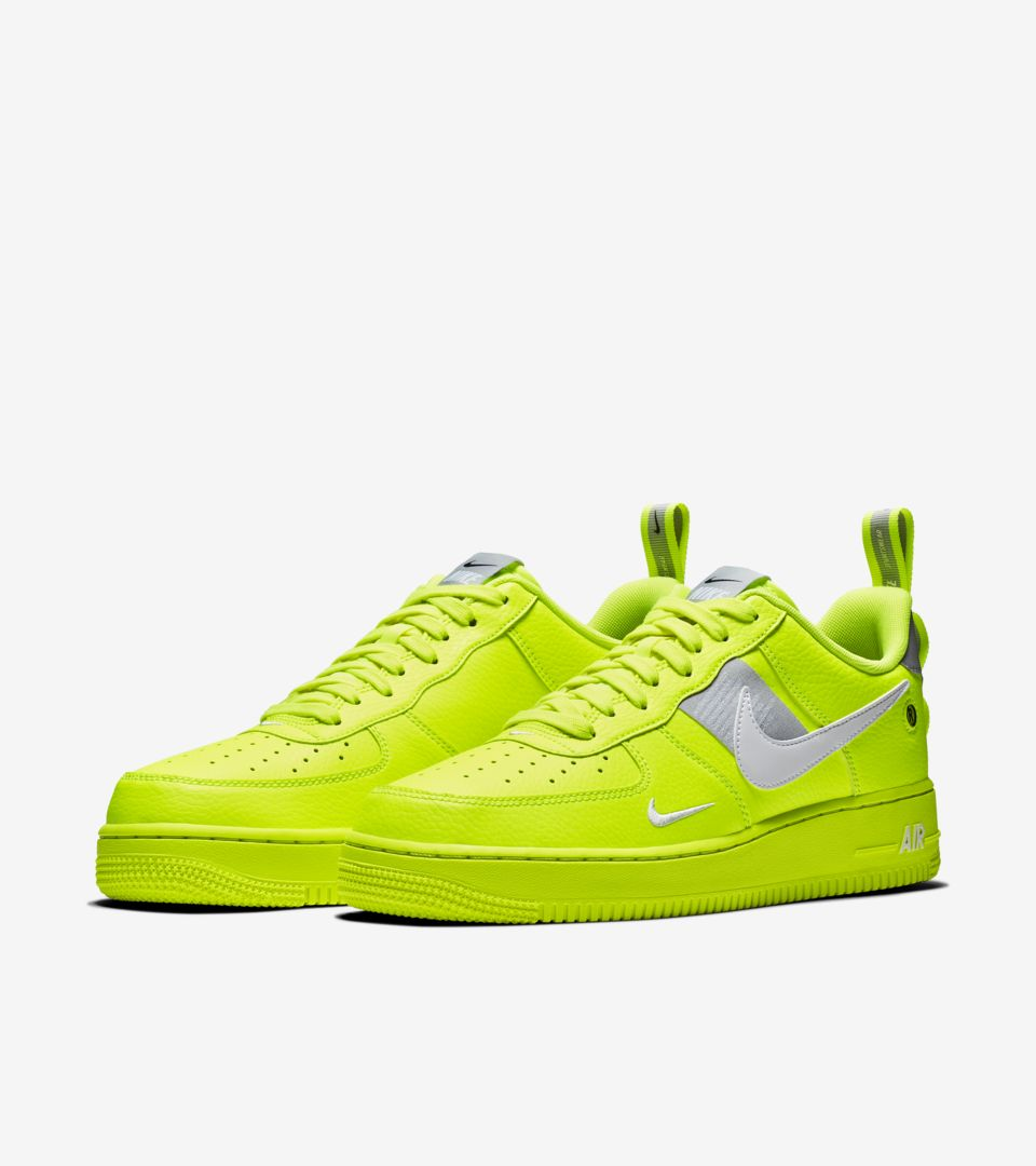 伝統「NIKE AIR FORCE 1 LV8 UTILITY VOLT」進化